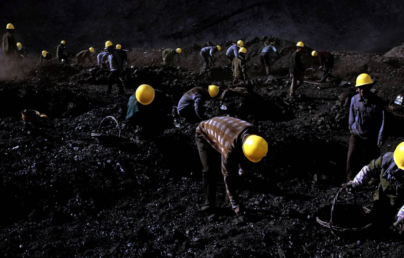 Workers sort through reserves of coal by hand at a mine in Fuxin, Liaoning province, Nov. 23, 2007.  Miao Ao/VCG