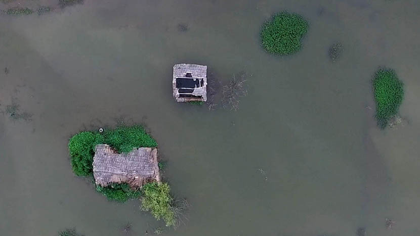 An aerial view of Dali Village shows a house inundated by water, Huainan City, Anhui province, July 7, 2016. Wu Yue/Sixth Tone