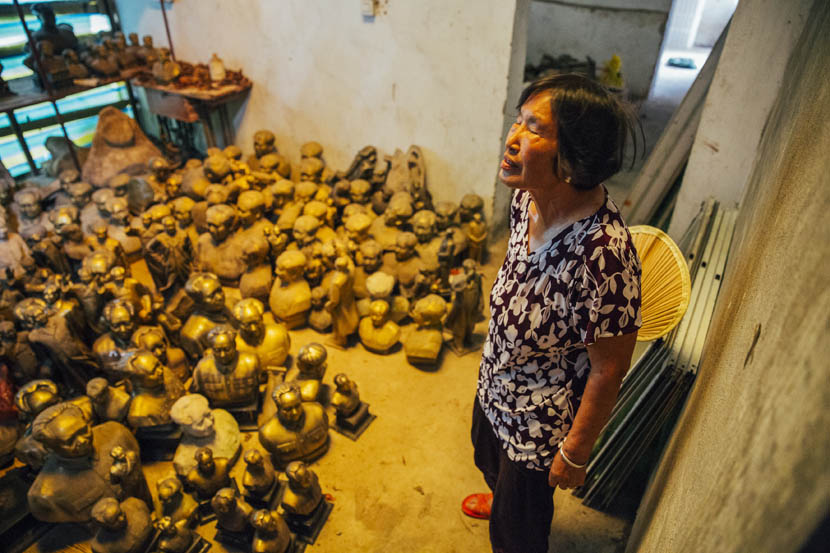 Yang Zhihua stands in a warehouse full of Mao statues in Shaoshan, Sept. 16, 2015.  Xu Xiaolin/Sixth Tone