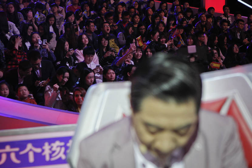 The audience is visible behind Zhang Zhaozhong during filming of 'The Brain,' Nanjing, Jiangsu province, March 6, 2016.  Gao Zheng/Sixth Tone