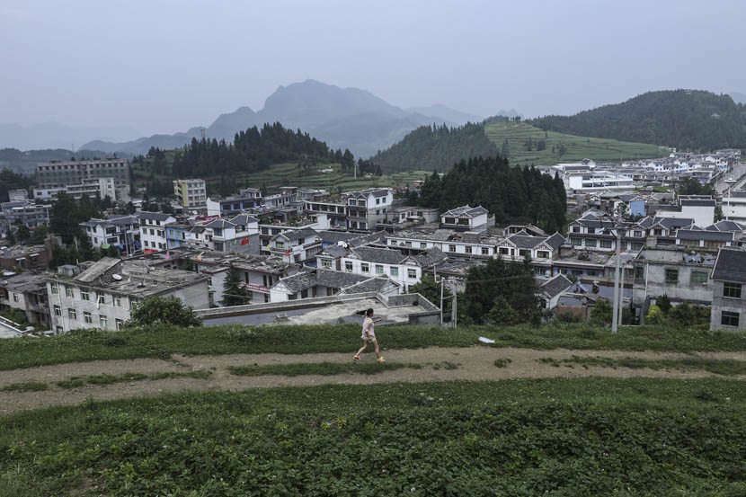 View from a hilltop of a town in Nayong County, Guizhou province, June 14, 2014.  Li Kun/Sixth Tone